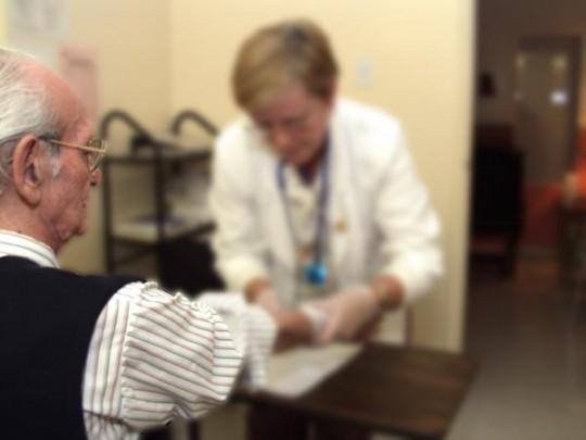 Ajout de 200 millions $ en soins et services aux aînés: trop peu selon la FSSS