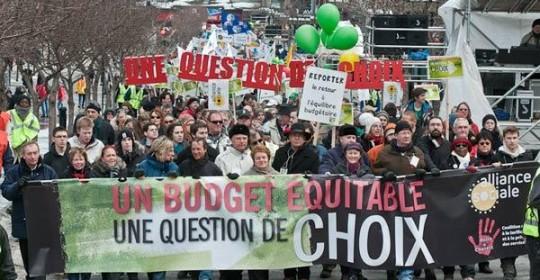 Plus de 50 000 personnes à Montréal réclament un budget équitable pour tous et toutes