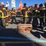 Les salarié-es du préhospitalier tiennent une manifestation devant le bureau de Gaétan Barrette