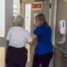 Le gouvernement passe à côté de l'essentiel dans les soins aux aîné-es