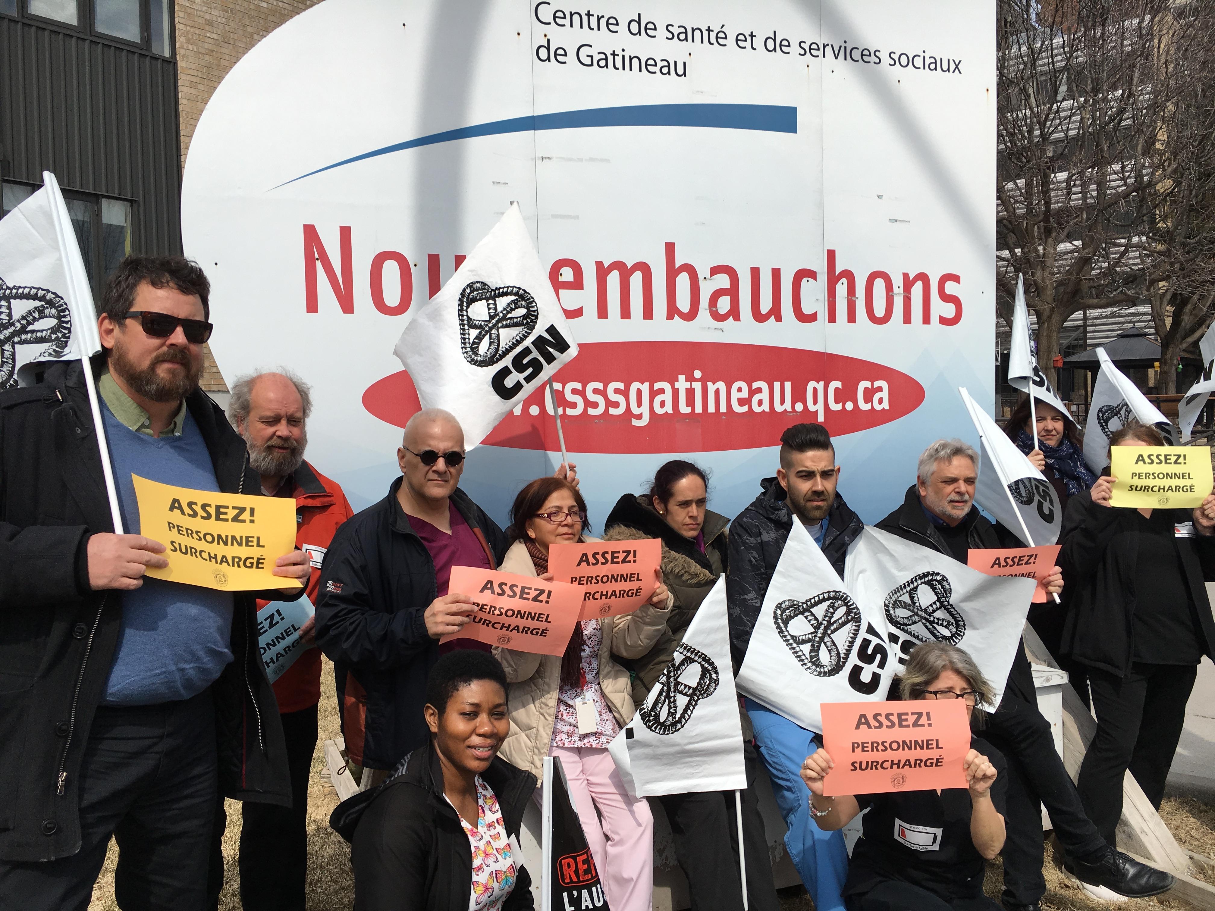Les membres du Syndicat CSN du CISSS de l'Outaouais en action au CHSLD La Piéta