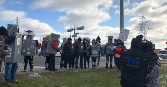 Le personnel du CISSS de l'Outaouais scande : Arrêtez… de nous crinquer!