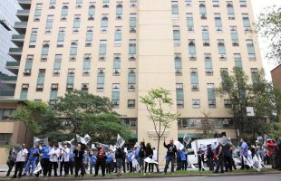 Manifestation au CHUM : Pour des augmentations JUSTES pour tout le monde!